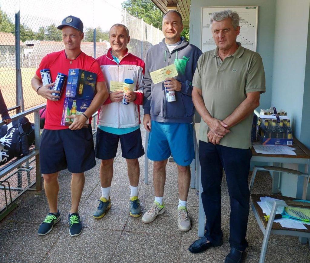 Sieger des Doppelbewerbes Gerhard und Christian Forstner, der zweite Platz ging an David und Marco (fehlt am Bild) Ungericht